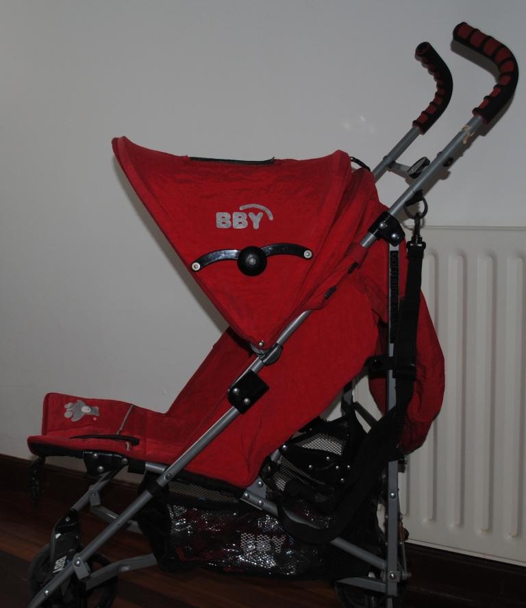 Barajas implanta un servicio gratuito de sillitas para bebés
